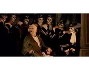Argan entouré de médecins dans Le Roi danse, film de Gérard Corbiau, 2000.